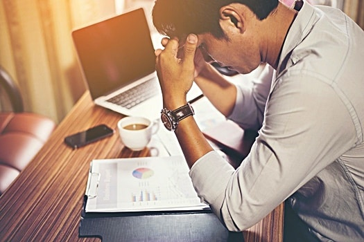 What are the causes of an afternoon energy slump?